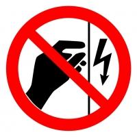 Запрещается прикасаться. Корпус под напряжением (200х200 мм) самоклеющ.
